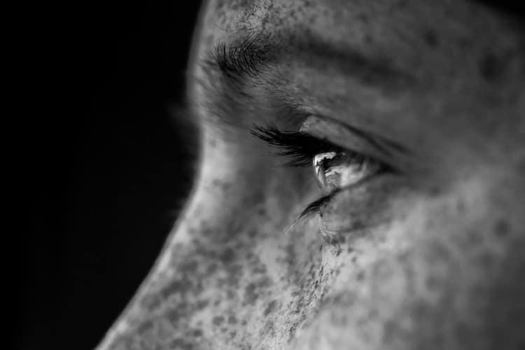 photo d'un oeil en noir et blanc