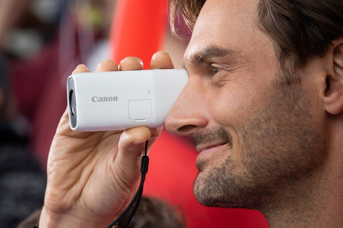 Canon-PowerShot-Zoom-1
