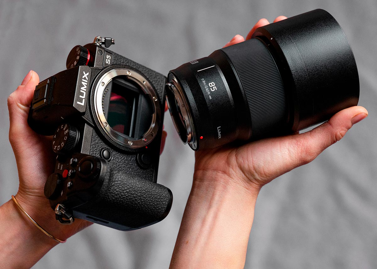 LUMIX-S5-with-S-S85-lens